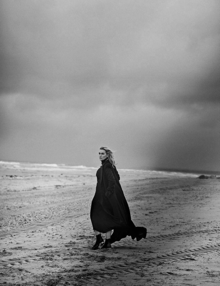 Vogue Italia November 2015 Actress: Kate Winslet Photographer: Peter Lindbergh Fashion Editor: Clare Richardson Hair: Odile Gilbert Makeup: Tom Pecheux