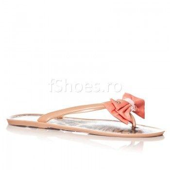 Acesti papuci pot fi combinati cu o tinuta casual si sunteti gata de plimbare. Culoarea lor crem si funda orange se potrivesc acestui anotimp, acesti papuci putand fi asortati cu usurinta.