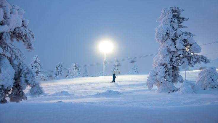 Our Pro 150W industrial led-luminaires are ready to light up the upcoming skiing season! Winledin Pro 150W -teollisuusvalaisimet ovat valmiit valaisemaan Levin laskettelurinnettä.