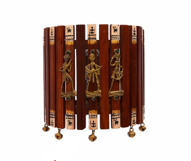 This wall decorative, made of sheesham wood is an adorable fusion work with Warli painting from Maharashtra and Dhokra work from Bastar. It gives a traditional, yet classy look.