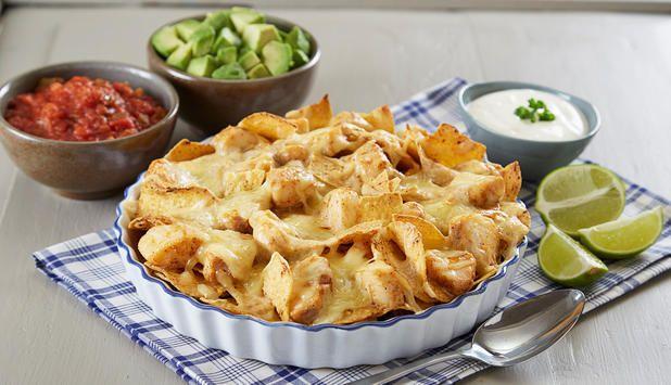 Ønsker du å imponere med en ny måte å servere nachos på? Da bør du prøve denne med torsk. Som tilbehør kan du servere salsa, crème fraîche og avokado. Dette blir sikkert en ny favoritt til helgekosen.