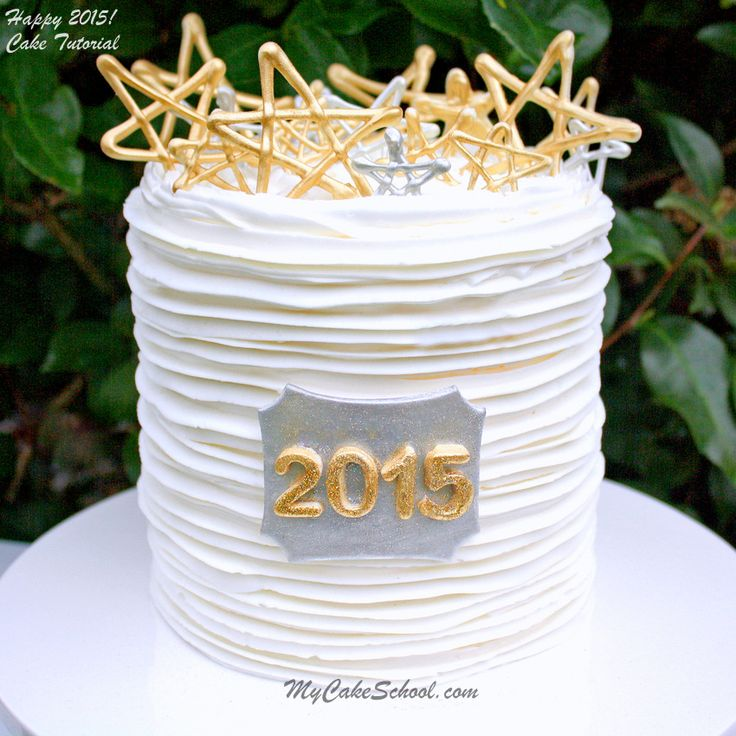 You will love this simple and elegant cake design idea for New Year's!
