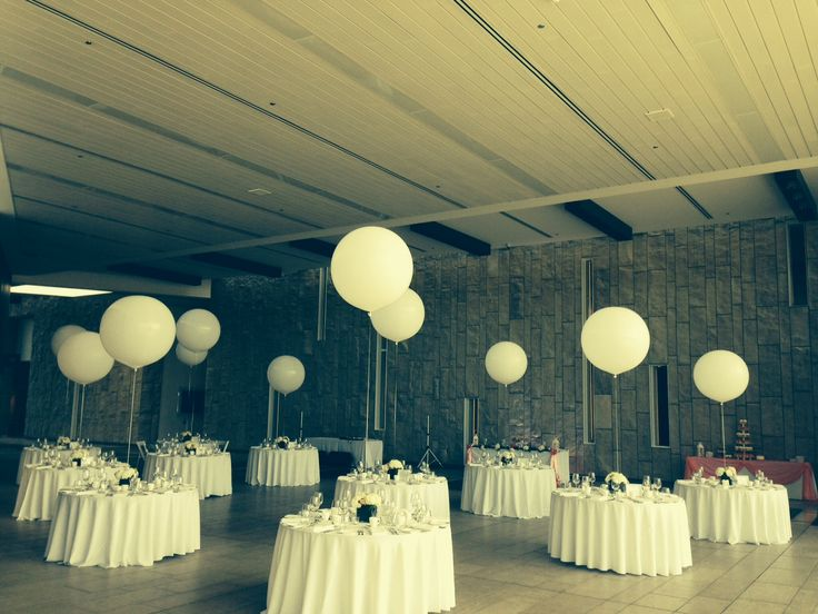 Whimsical setting at the museum, balloons are such playful decor pieces