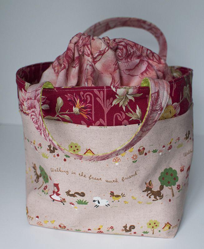draw string lunch bag/ tutorial here http://ayumills.blogspot.com/2010/08/tutorial-lunch-bag.html
