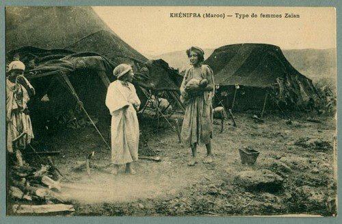 """Khenifra (Maroc)- Type de femmes Zaian"" Femme indigène et son bébé Carte postale - Circa 1910 Khenifra, Maroc #Allaitement_maroc"