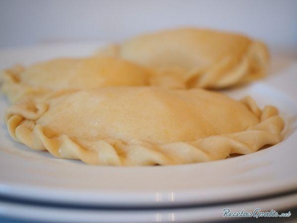 Aprende a preparar masa para empanadas caseras con esta rica y fácil receta.  Alistar todos los ingredientes para poder elaborar la masa casera. Ponemos a fundir la...