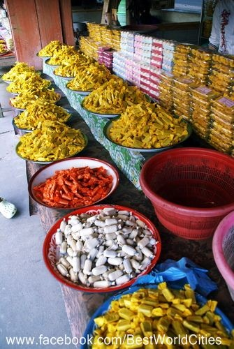 Traditional market at Lombok Island - Indonesia #Indonesia #markets