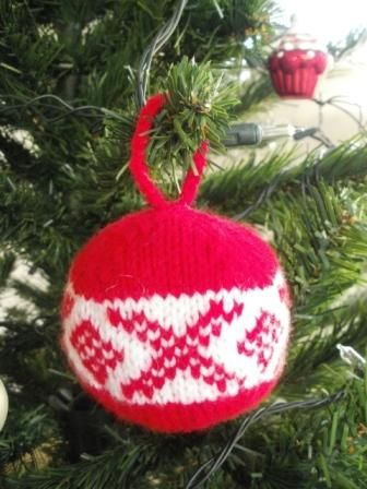 Fat-Quarter: Another knitted Christmas ball