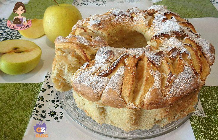 La consistenza di questa ciambella soffice mele e panna e' veramente soffice e umida e l'accostamento con le mele e' delizioso !