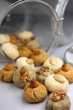 Biscottini di nocciole, noci , mandorle