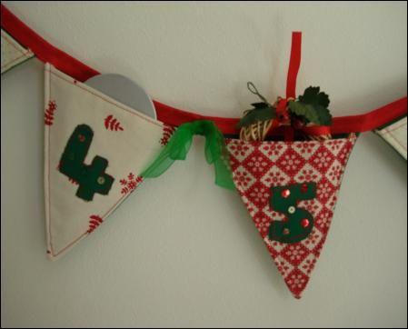 Advent calender bunting.. Pockets for little gifts the whole month of december. Geat idea!