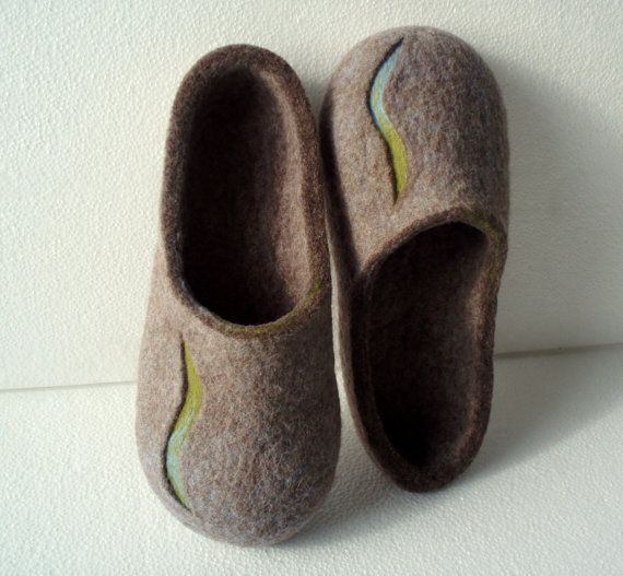 Felted slippers Men house shoes Men felt slippers Brown by Ulga