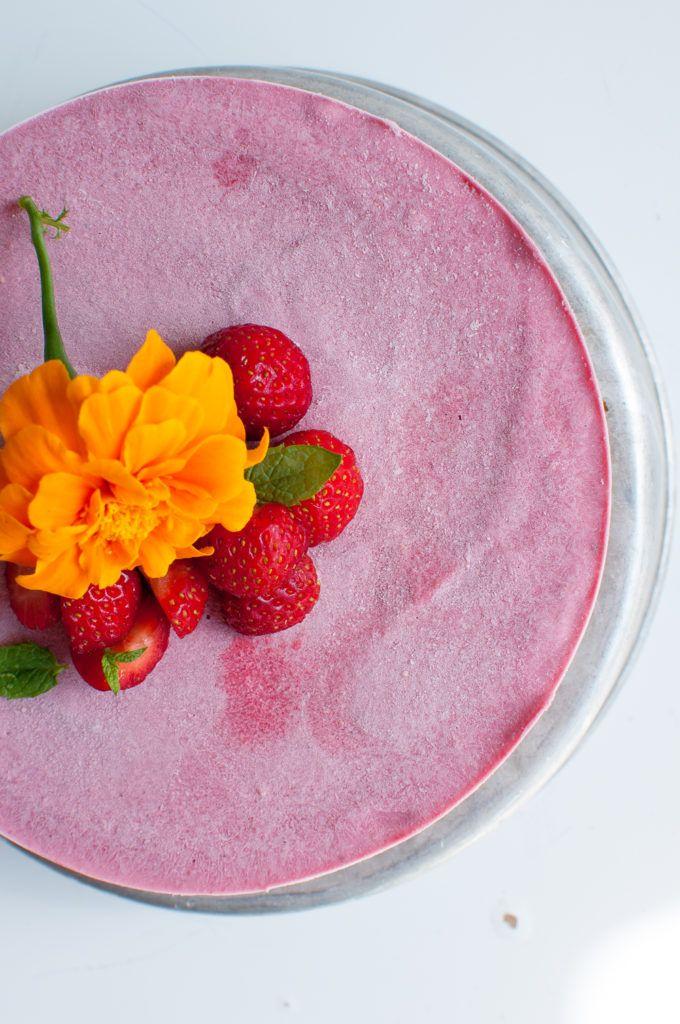 Vegan Strawberry cheese cake. Gluten free | Refined sugar free | Only 8 ingredients
