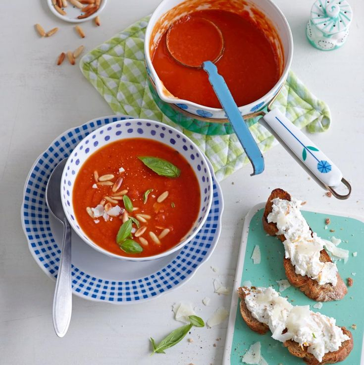 Rezept: Tomatensuppe mit Ricotta-Röstbrot