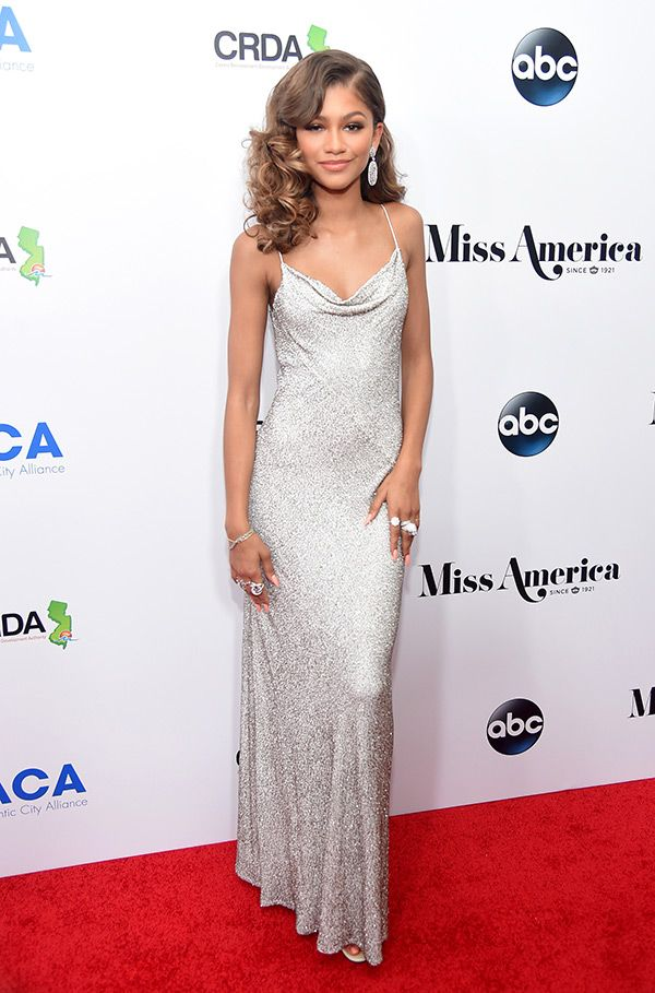 Wow. Zendaya was one of the sexiest judges at the 2016 Miss America pageant. She turned heads as she hit the carpet and rightly so — do you agree?
