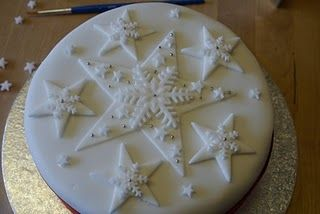 On the fourth day of Christmas The Pink Whisk sent to me………ideas for decorating your Christmas Cake!