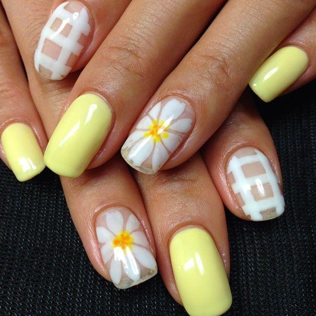 nail art design for short nails, yellow, white, flower #shortnail #nailart