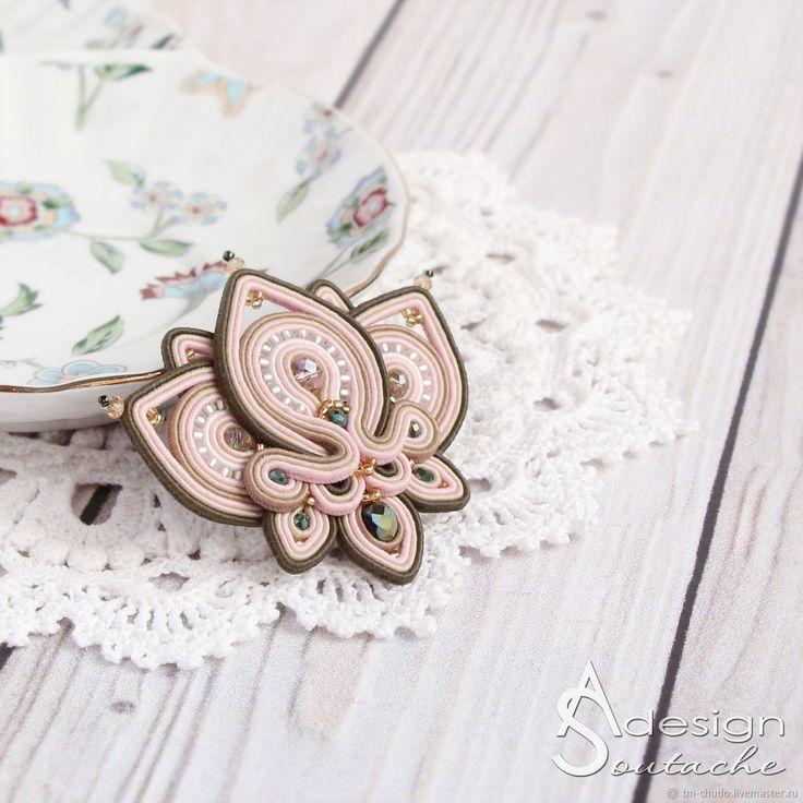 Сутажная брошь-кулон Orchid, брошь-цветок розовый зеленый – купить в интернет-магазине на Ярмарке Мастеров с доставкой
