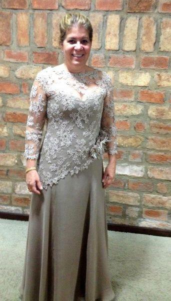 Vestido prata com detalhes em renda francesa.