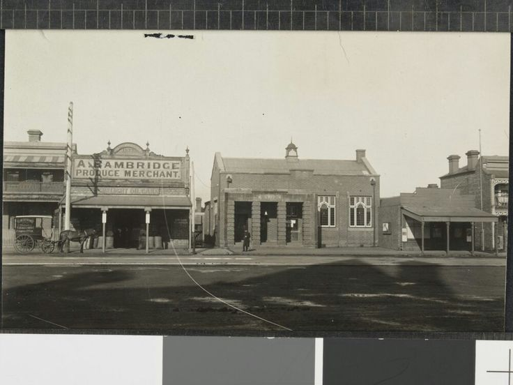 Clifton Hill Post Office Queen's Pde.