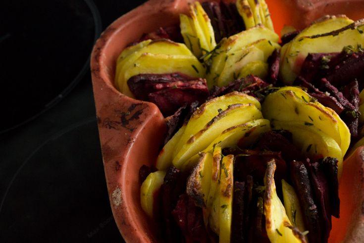 Как приготовить запеченные картофель и свеклу с розмарином. Вегетарианский рецепт.