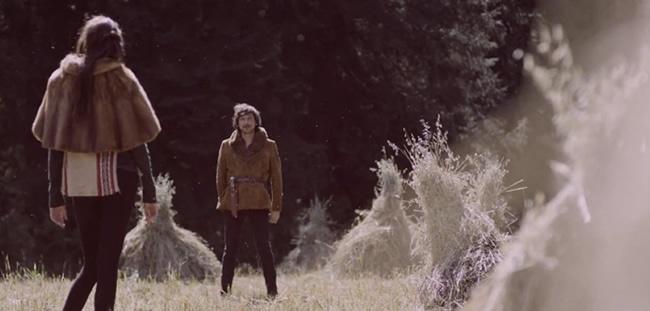 LEÓN LARREGUI Sus mayoreséxitos hasta el momento como solita son; Como tú y Brillas, solo de estas dos canciones ha realizado videos. #Zoé