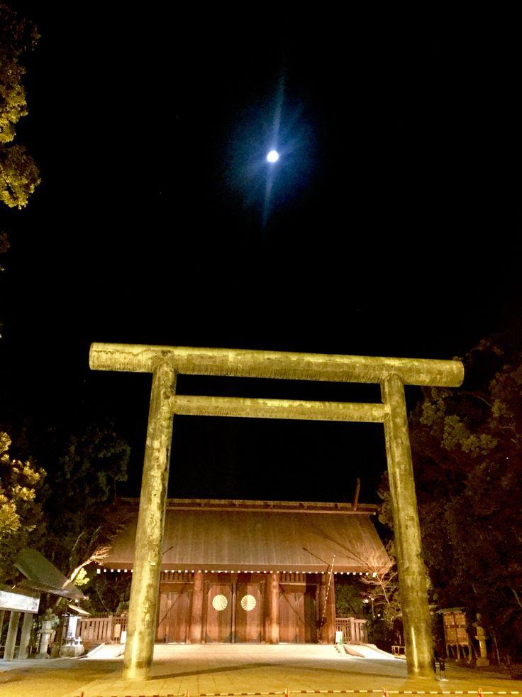 靖国の御霊をまもる月のさやけさ 靖国神社