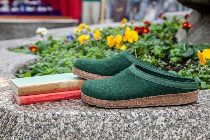 Skor är skapade i hög kvalité med bra komfort för dina fötter. Ulltofflorna är tidlösa och bekväma som ger bra komfort och värme till dina fötter.