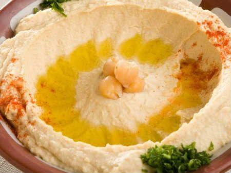 Паста тахини-рецепт используется для приготовления соуса. В состав пасты входит кунжут, поставщик кальция для организма.