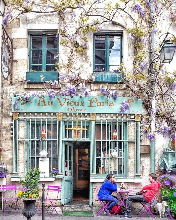 24 Rue Chanoinesse - Au Vieux Paris cafe, near Notre Dame