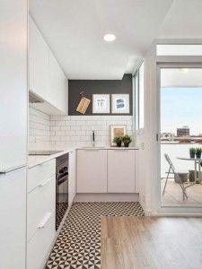 cocina-abierta-al-salon-con-suelo-combinado-azulejo-y-madera-dromliving