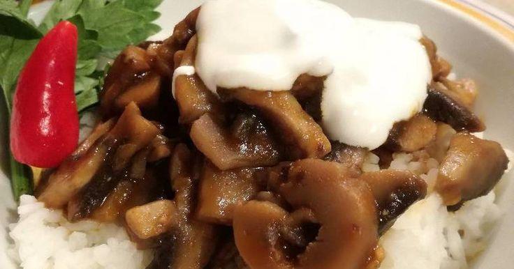 Mennyei Gombapörkölt recept! Finom, laktató, gyorsan elkészíthető.. Dolgozó háziasszonyoknak a legfontosabbak. Mikor megláttam a gyönyörű gombát a zöldségesnél, már tudtam, hogy az lesz a vacsora.