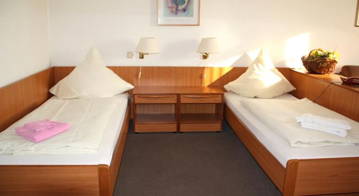 Hotel Haus Kaiser Mönchengladbach This peaceful hotel in Mönchengladbach's Rheydt district is 2 km from the A61 motorway, while being just a 15-minute walk from the railway station and city centre.