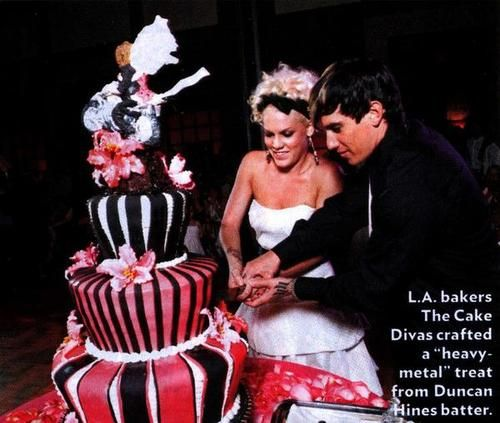 Pink Carey Hart January 7 2006 Gown Monique Lhuillier Both Vows And Reception Location Costa Rica Status Married Famous Wedding Cakes In