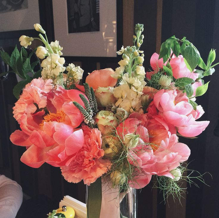 Bright coral and lemon colors. Nigella completes the look adding airy greens