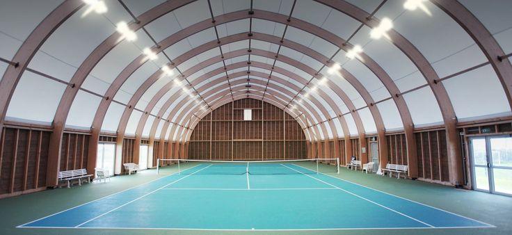 En 2011, la municipalité de Villebarou inaugurait le 1er court de tennis couvert en France entièrement équipé de projecteurs à LED.