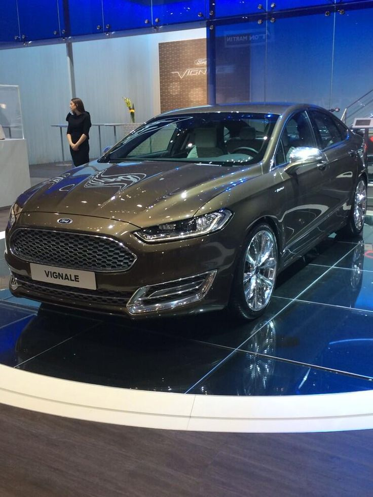 A shiny Ford Mondeo in a show room - why not get one today on a cheap monthly lease here: https://www.allcarleasing.co.uk/results.php?type=business&vehicle=&make=FORD&model=MONDEO&modtext=&budget=&emissions=&bodystyle=&transmission=&fuel=&doors=