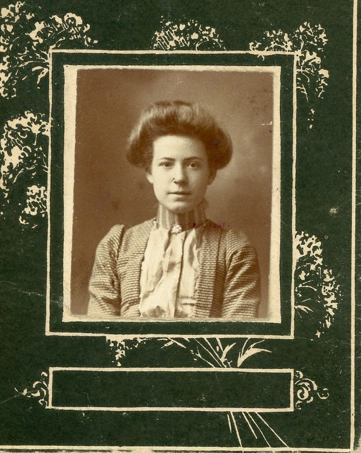 The Old Trunk in the Attic: Friday's Faces from the Past - 5 Girls from Eldorado?