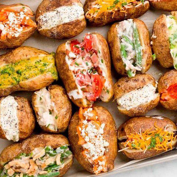 Con los ingredientes adecuados, una patata al horno puede convertirse en una comida increíble. Aquí está la prueba, nueve recetas deliciosas.