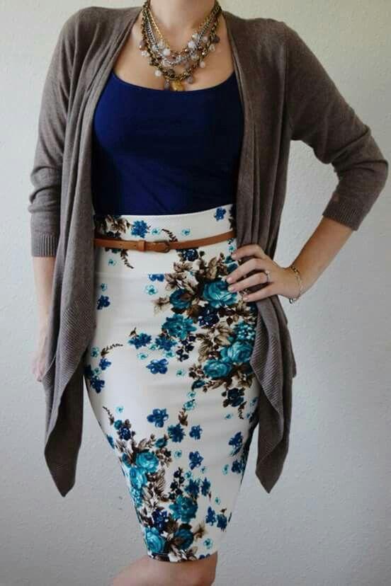 Falda con flores,  blusa negra con mangas.  Ideal 2016