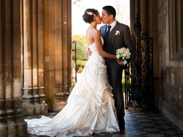 Karen Scott and Alan Tang tied the knot at Manor By The Lake in #Cheltenham. Image © Photography By Stefanie. #realwedding