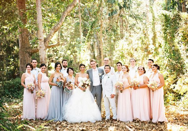 #groom #bride #groomsmen #bridesmaids in #white #grey and #blushpink combo. See the whole #wedding entourage at http://www.wellgroomedblog.com/2016/06/well-groomed-groom-retro-cool.html