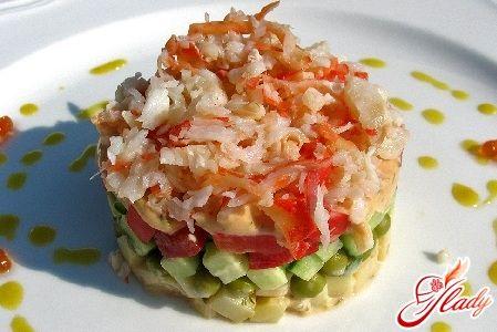Крабовый салат с огурцом и рисом