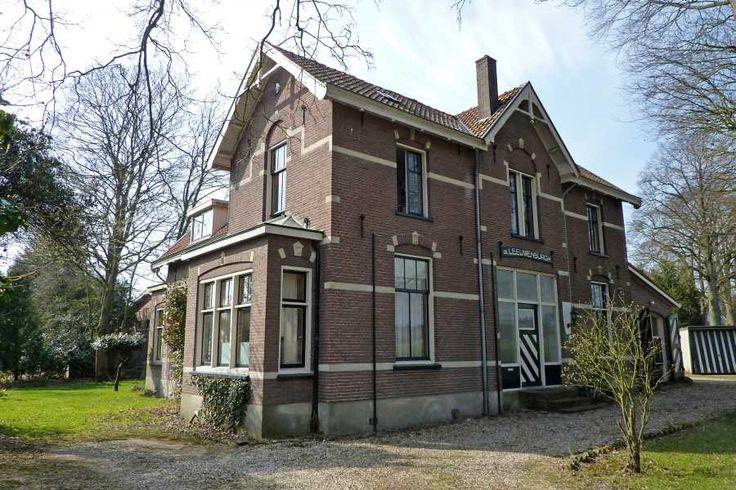 Huis de Leeuwenburgh langs de Leeuwenbergweg te Loenen.