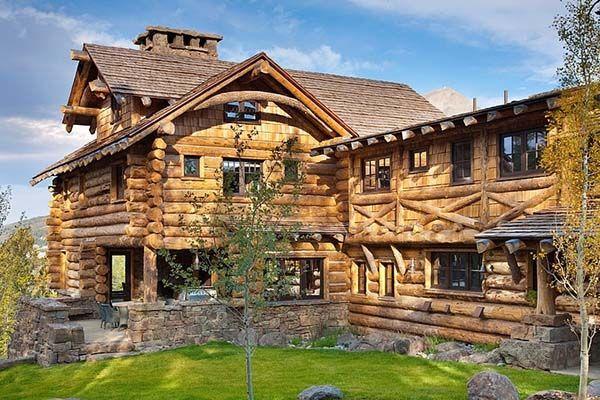 Rustic-luxe log cabin retreat in Big Sky, Montana