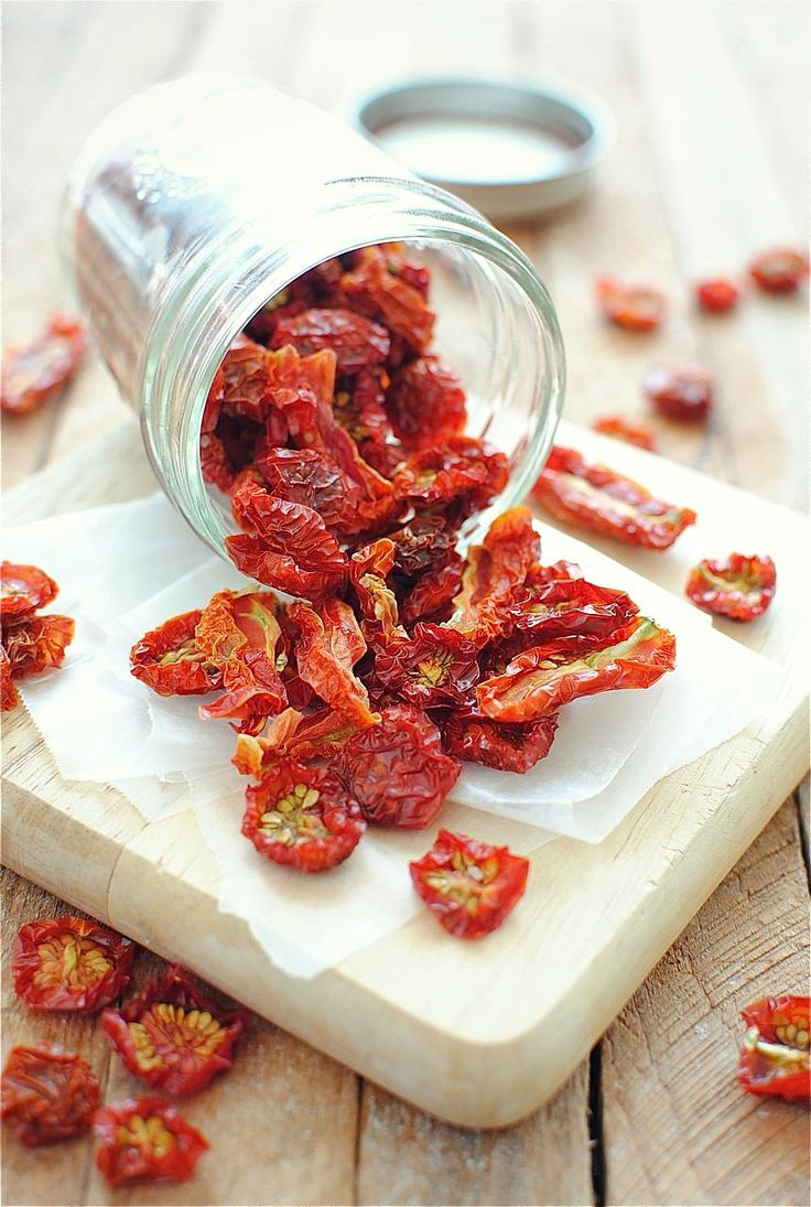 Dehydrating Tomatoes 101 / Bev Cooks