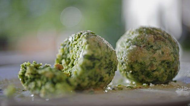 Canederlo di spinaci tipico piatto Tirolese presente all'#HotelPordoi