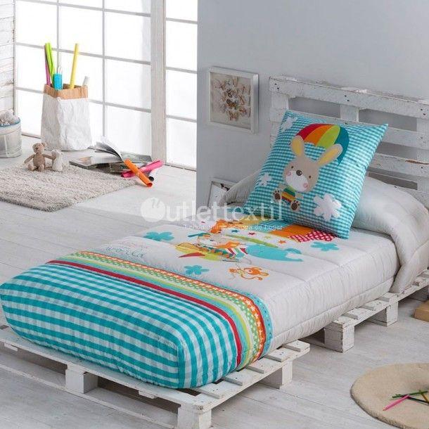 Edredón Ajustable GLOBUS de la firma Tejido JVR. Aparece un conejito viajando felizmente en globo junto a sus amigos. Reinan los tonos azul cielo con algún toque de naranja. Una bonita idea para vestir la cama de los niños.