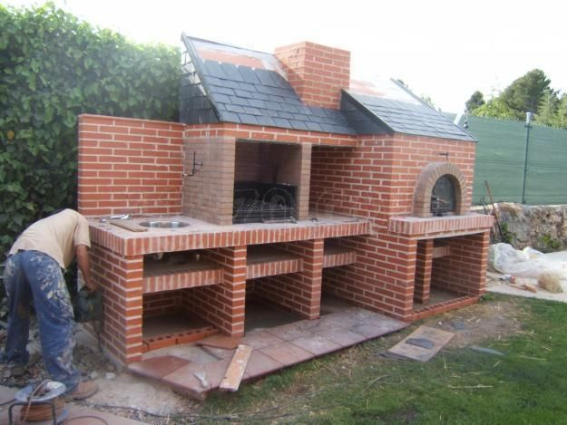Home built BBQ and pizza oven all in one. With basin and storage space. Hosting dream!! :)