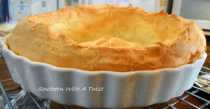 http://lynn-southernwithatwist.blogspot.com/2014/01/banana-cream-chocolate-eclair-pie.html
